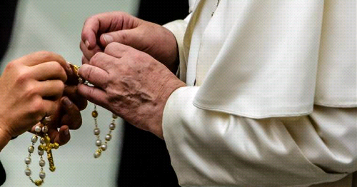 On St. Joseph's Feast, Pope Francis Prays the Rosary